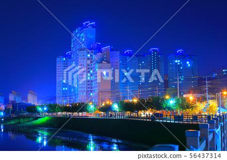 아파트가 보이는 아름다운 야경 56437314