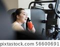체육관 젊은 여성 수분 56600691