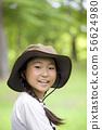 戴著一個室外圖像徒步旅行隊帽子的小學女孩 56624980