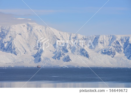 Superb view of the Antarctic Peninsula 56649672