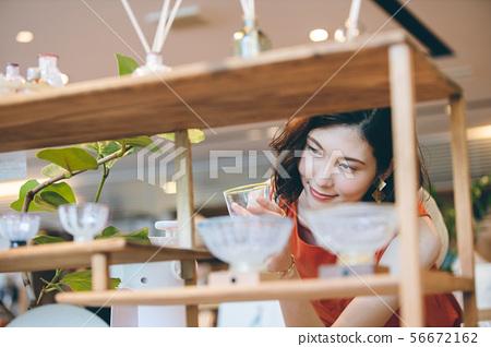 쇼핑 젊은 여성 라이프 스타일 56672162