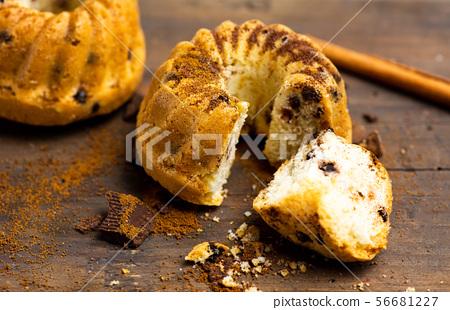 Mini kuglof pastry with cinnamon and apple 56681227