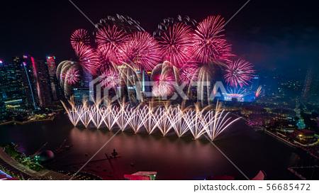 新加坡夜景和煙花 56685472