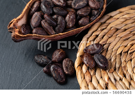 Cocoa pod 56690438