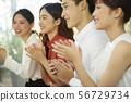 กลุ่มนักธุรกิจชายและหญิง 56729734