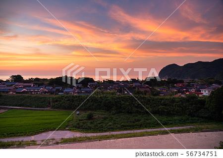 <鳥取縣>安靜的村莊和海邊的日落 56734751