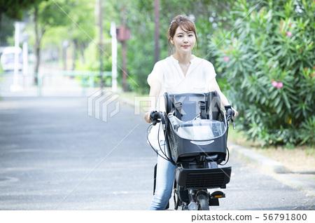女性Mamachari自行車接送通勤者通勤主婦 56791800