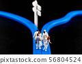 기로에 선 의사의 인생 설계와 경력 56804524