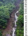 流动在山下的瀑布在山崩以后 56816858