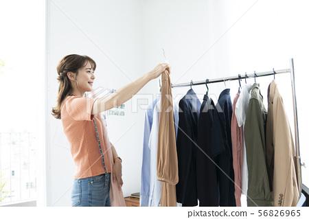 女性服裝協調時裝業概念圖像 56826965