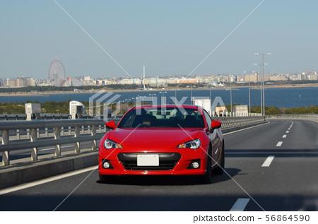 汽車跑的跑車橋樑 56864590