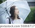 여성 · 비오는 날의 외출 56868717