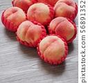 한국의 신선한 유기농 과일 복숭아  56891352