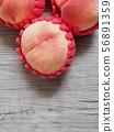 한국의 신선한 유기농 과일 복숭아  56891359