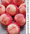 한국의 신선한 유기농 과일 복숭아  56891363