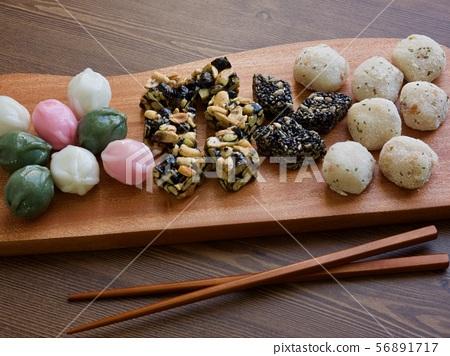 한국의 전통음식 모듬한과, 강정, 꿀떡, 찰떡  56891717