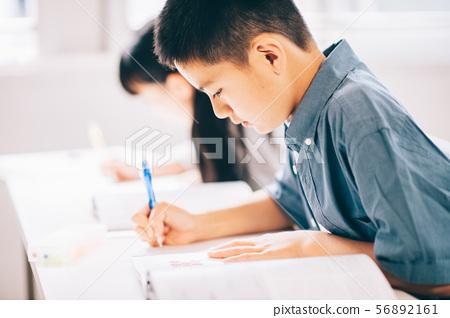 男孩小學學生研究 56892161