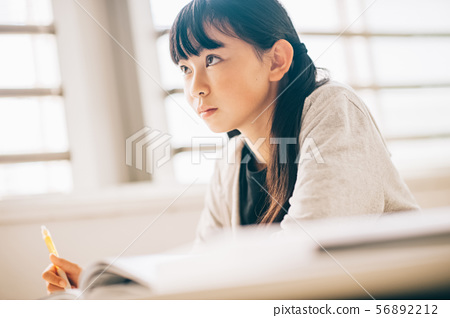 女孩補習學校學習 56892212