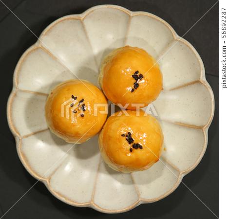 蛋黃酥 56892287