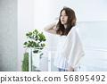 沐浴後的女士美容護髮毛巾 56895492