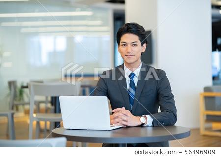 남성 비즈니스 이미지 공유 사무실 56896909