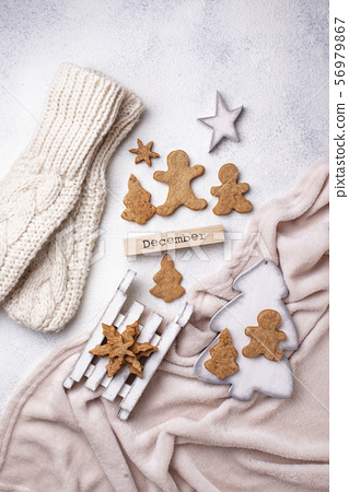Winter Christmas composition with gingerbread cookies 56979867