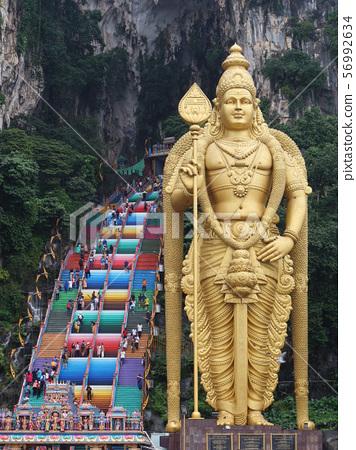 台階和Skanda雕像到Batu洞在吉隆坡 56992634