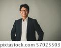 중간 사업가 중년 일본인 남성 인물 57025503
