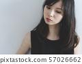 검은 원피스의 여자 57026662