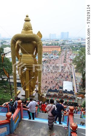 從Batu洞的Skanda雕象的後部觀看 57029114