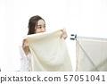 빨래를 접는 여자 냄새 57051041