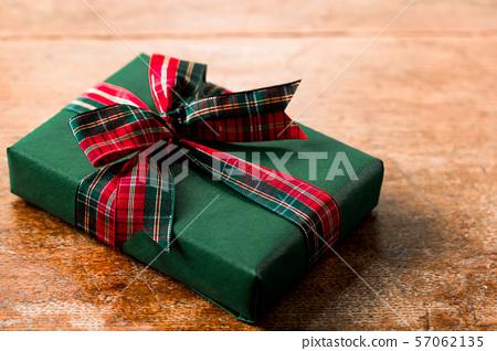 체크 리본 선물 57062135