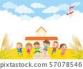 가을 석양 아래 학교 앞에서 건강하게 점프하는 어린이 57078546