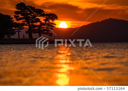 《島根縣》日落著名景點真ji湖的夜景 57113164