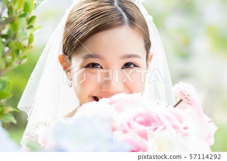 여성 신부 이미지 57114292