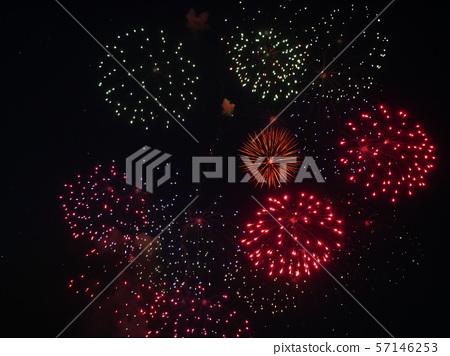 여름 밤하늘의 불꽃 놀이 57146253