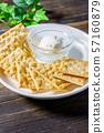 크래커와 치즈 57160879