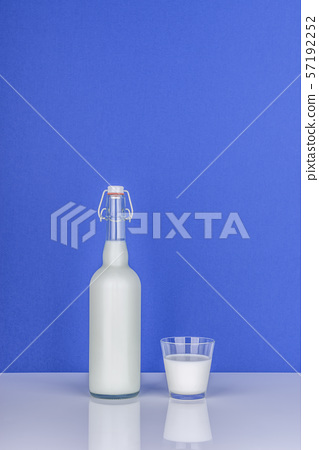 우유,유리잔,유리컵,유리병 57192252