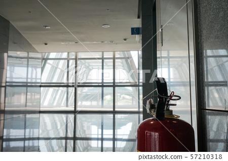 공공 장소 적 소방 설비, 포함 소방 마개, 경보기, 홍 警示 등.象徵 화재 안전, 범죄. 57210318