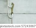 管線和水泥牆 57243067