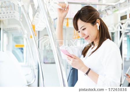 通勤女火車女商人攝影合作:京王電鐵有限公司 57263838