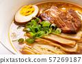 간장라면 (건더기는 煮豚 구운 돼지 고기 · 삶은 계란 · 멘마 · 파). 57269187