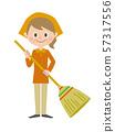 중년 여성 청소 빗자루 57317556