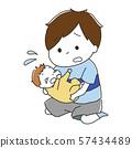 拥抱一个哭泣的婴孩的男孩 57434489