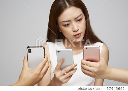 女商人智能手機 57443662