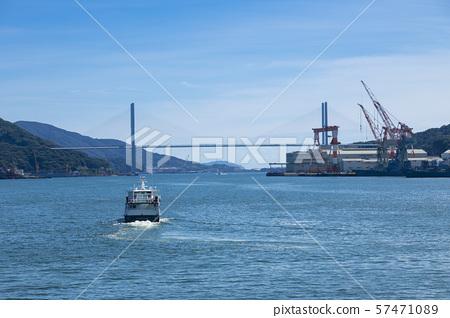 나가사키 항을 나오는 배 57471089