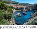 오렌지 지붕과 아드리아 바다가 아름다운 크로아티아 두브 로브 니크 경치 57475406