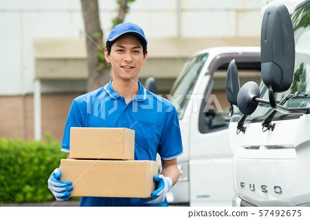 男司機卡車送貨業務 57492675