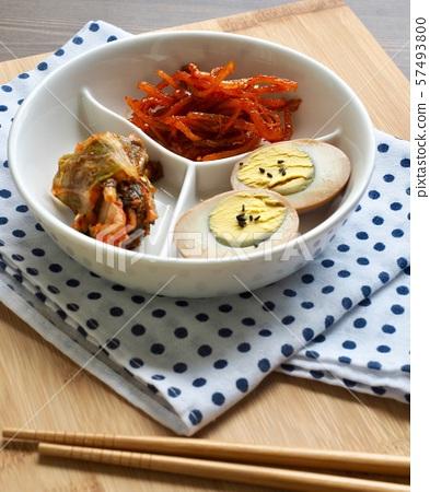 한국의 음식 계란 장조림, 오징어채 무침, 김치 57493800