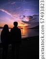 Shikotsu湖看日出的母親和女兒 57493823